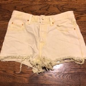 Levi Shorts Yellow Wash